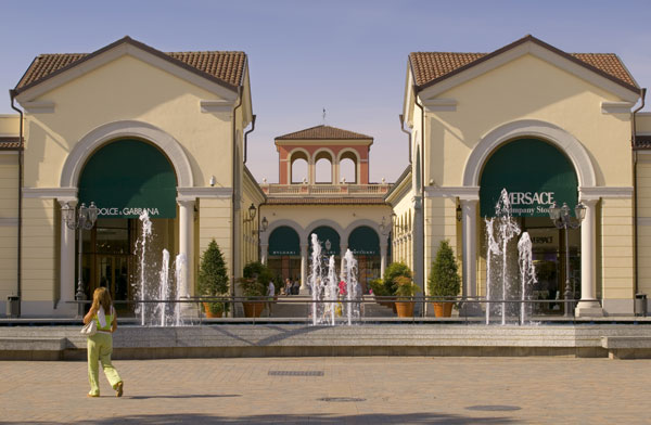 Serravalle outlet shopping linda around the world for Designer outlet milano