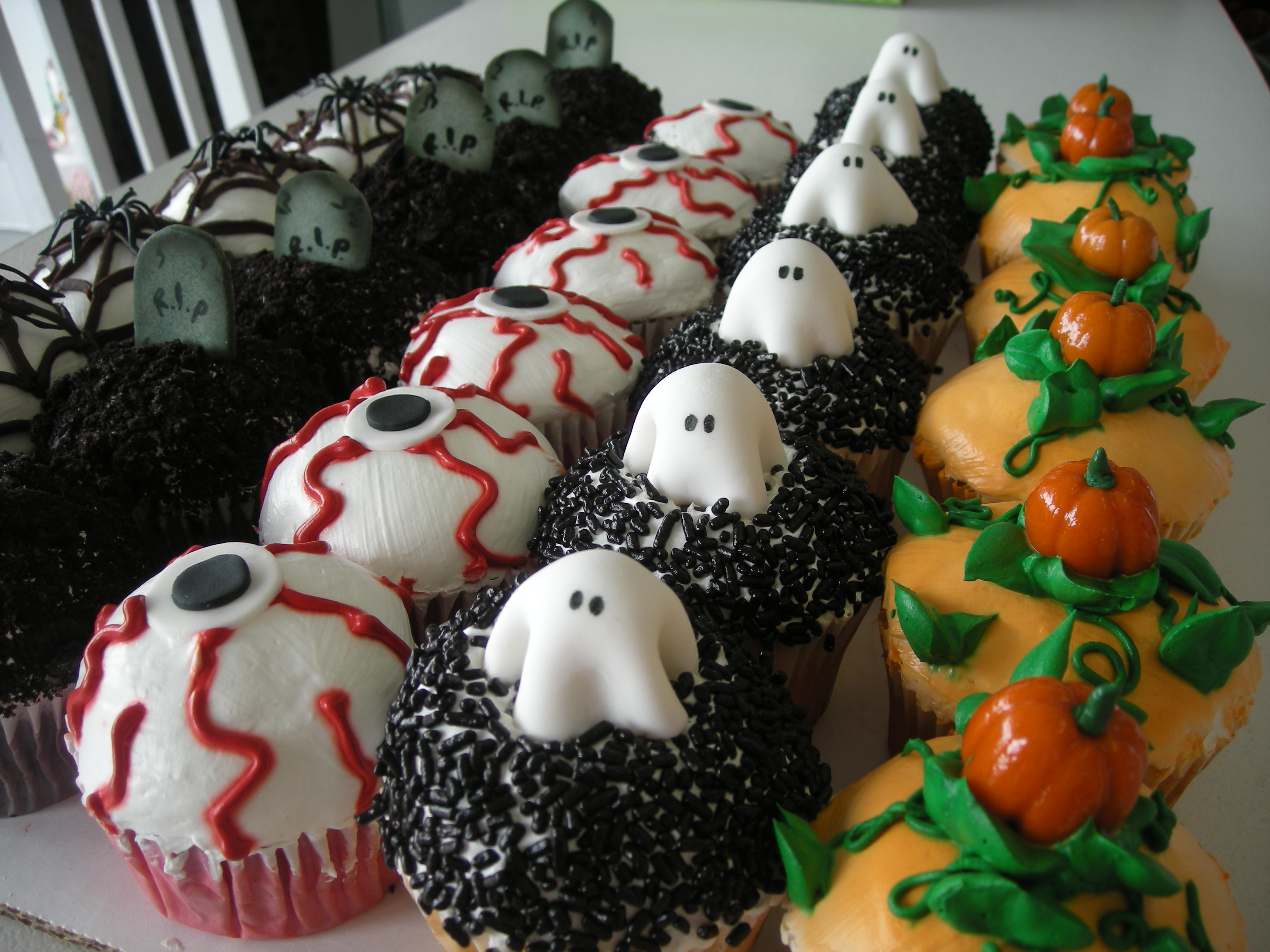 Halloween linda around the world - Halloween decorations for cupcakes ...